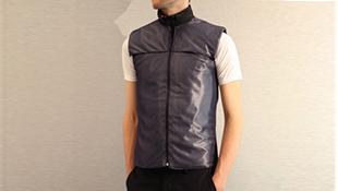Cứ mặc áo vest là được massage