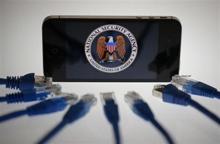 Cẩn thận với iPhone, Facebook và Gmail