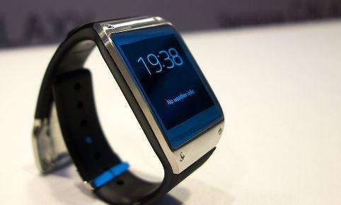 """Sony Smartwatch và Galaxy Gear đang """"cố đấm ăn xôi""""?"""