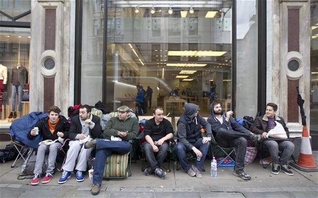 Xếp hàng mua iPhone