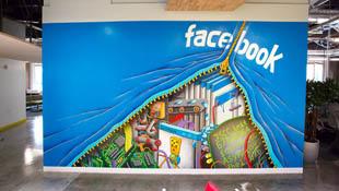 """Facebook âm thầm """"đọc trộm"""" status của bạn"""