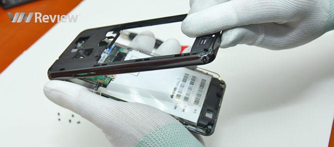 VnReview mổ smartphone đầu tiên của VNPT