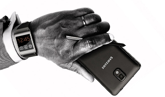 """Galaxy S4 sẽ """"qua lại"""" với Galaxy Gear vào cuối tháng tới"""