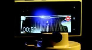 Sạc điện thoại Nokia Lumia 925 chỉ vài giây là đầy với ... tia sét