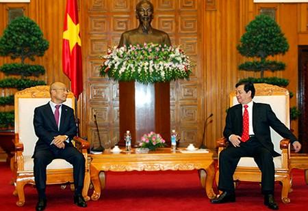 Thủ tướng Nguyễn Tấn Dũng tiếp PCT Tập đoàn Samsung