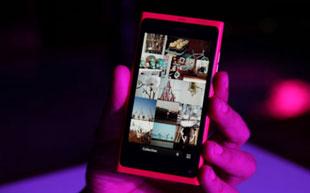 Nokia Lumia 800 hàng xách tay rẻ nhất là 15,99 triệu đồng