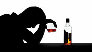 Thất nghiệp càng lâu, càng dễ nghiện rượu