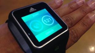 Adidas ra mắt đồng hồ thông minh dành cho thể thao