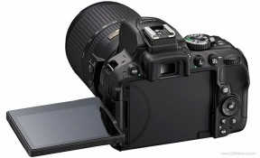 D5300: DSLR đầu tiên của Nikon tích hợp Wi-Fi