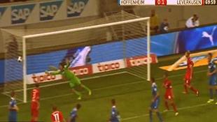 """Video """"bàn thắng ma"""" Bayer Leverkusen gây sửng sốt trên mạng"""