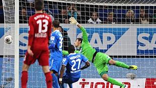 Video hot nhất tuần qua: Bàn thắng ma của tiền đạo Bayer Leverkusen