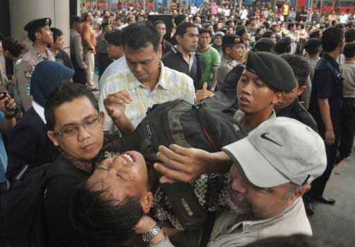 Cấm sếp RIM Indo xuất cảnh sau vụ giẫm đạp BlackBerry