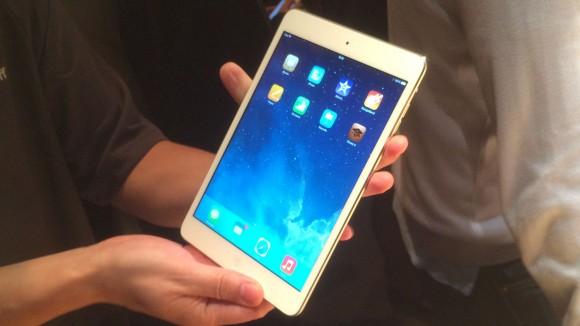 trên tay iPad mini Retina