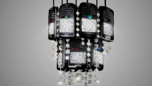 """Biến """"chùm dâu"""" BlackBerry thành đèn chùm độc đáo"""