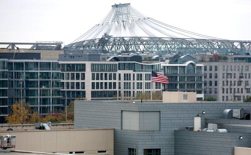 Tòa nhà sứ quán Mỹ tại Berlin