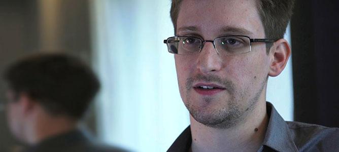 """Snowden: Ngày nào NSA cũng """"đọc"""" dữ liệu của Google, Yahoo"""