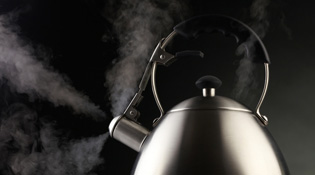 Ấm đun nước siêu tốc Trung Quốc chứa chip gián điệp