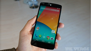 """So sánh thông số Nexus 5 với các điện thoại """"bom tấn"""""""