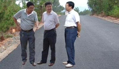 """Những """"tác phẩm"""" Photoshop nực cười của quan chức Trung Quốc"""