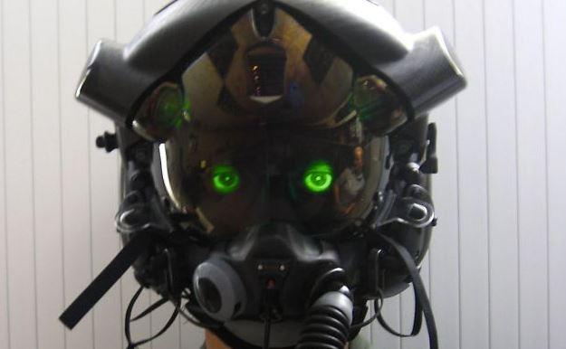 """Phi công Anh suýt chết thảm vì mũ bay """"mù"""" của dự án F35 nghìn tỉ"""