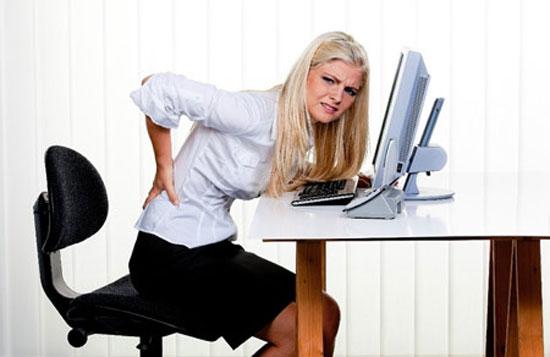 Ngồi lâu gây đau lưng, thoái hóa cột sống