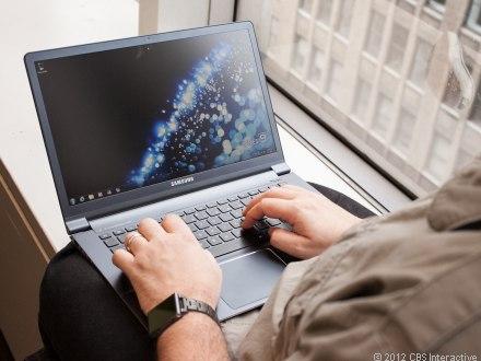 Đau cổ tay vì bàn phím laptop nhỏ
