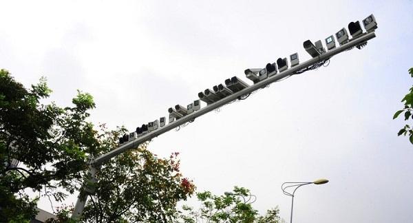 Hơn 60 camera an ninh trên một cột đèn giao thông