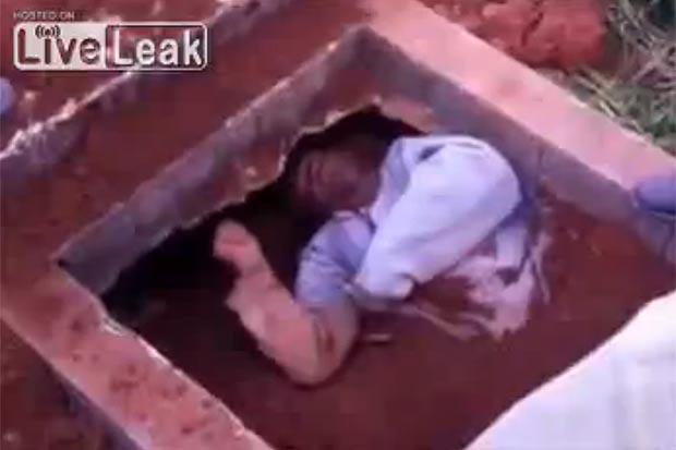 Shock với clip về người đàn ông bị chôn sống tại Brazil