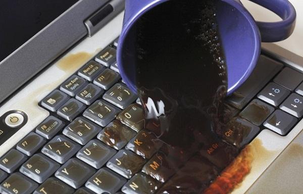 cứu laptop khi bị nước vào
