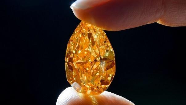 """Chiêm ngưỡng viên kim cương """"lửa"""" lớn nhất thế giới"""