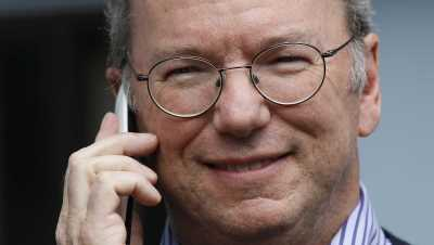 Chủ tịch Google Eric Schmidt hướng dẫn người dùng iPhone chuyển sang Android