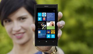 """iOS """"hít khói"""" Windows Phone ở thị trường doanh nghiệp"""