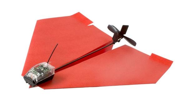 Tàu bay giấy chao liệng ngoạn mục