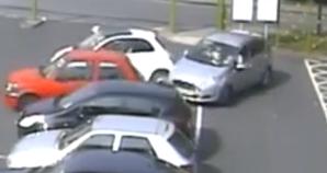 Xe Ford đâm liên hoàn 3 xế hộp trong bãi đỗ