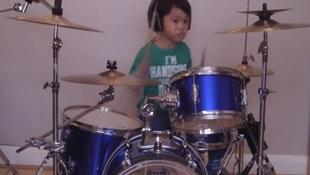 Kinh ngạc với tài năng của của tay trống... 4 tuổi