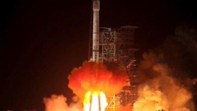 """""""Rác"""" từ tên lửa Trung Quốc phá hỏng nhà dân"""