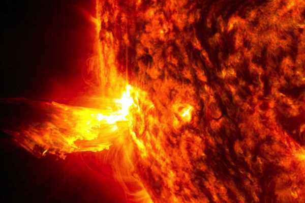 NASA hé lộ những bí ẩn trong lòng mặt trời