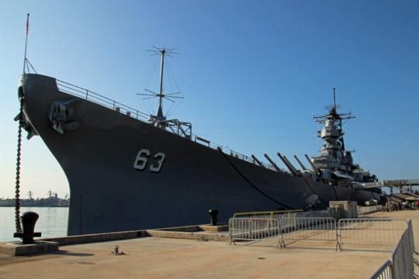 Tham quan một vòng chiến hạm USS Missouri của Hải quân Mỹ