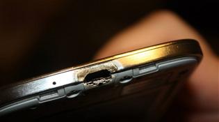 """Samsung cố """"bịt miệng"""" người dùng vụ Galaxy S4 bốc cháy"""