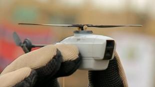 8 mẫu robot tí hon biết bay như trực thăng