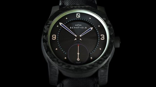 Siêu đồng hồ tự phát sáng xuyên đêm, giá hơn 336 triệu đồng