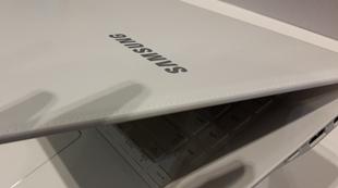 ATIV Book 8: Laptop mang phong cách Galaxy Note 3