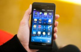 """BlackBerry tự tay """"bóp chết"""" 2 mẫu smartphone mới"""