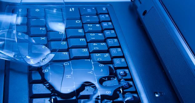 Ноутбук залили водкой что делать