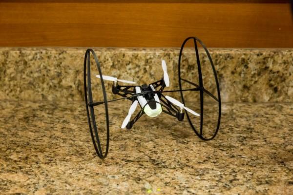 Parrot ra mắt hai robot siêu nhỏ mới điều khiển bằng smartphone