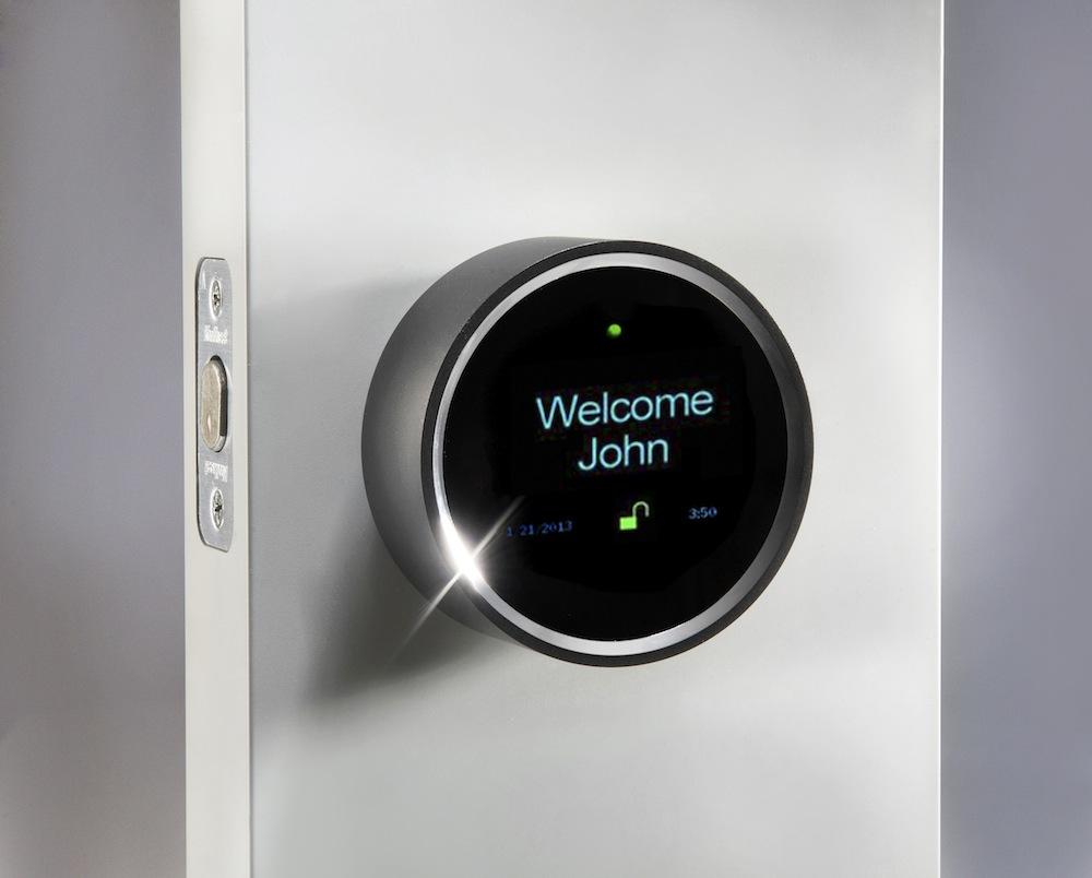 Hệ thống khóa và bảo vệ nhà thông minh