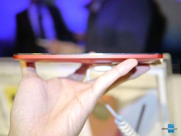 Trên tay phablet giá siêu rẻ ASUS Zenfone 6