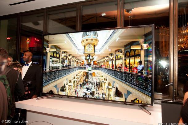Samsung ra TV 4K 85 inch, màn hình có thể tự động uốn cong