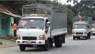 Rước dâu bằng đoàn xe tải dài cả cây số ở Hà Giang