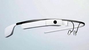 Vụ án hi hữu: lái xe đeo Google Glass đúng luật hay không?